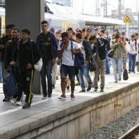 (video) Come si integrano dai noi gli immigrati….non pagando il biglietto!!