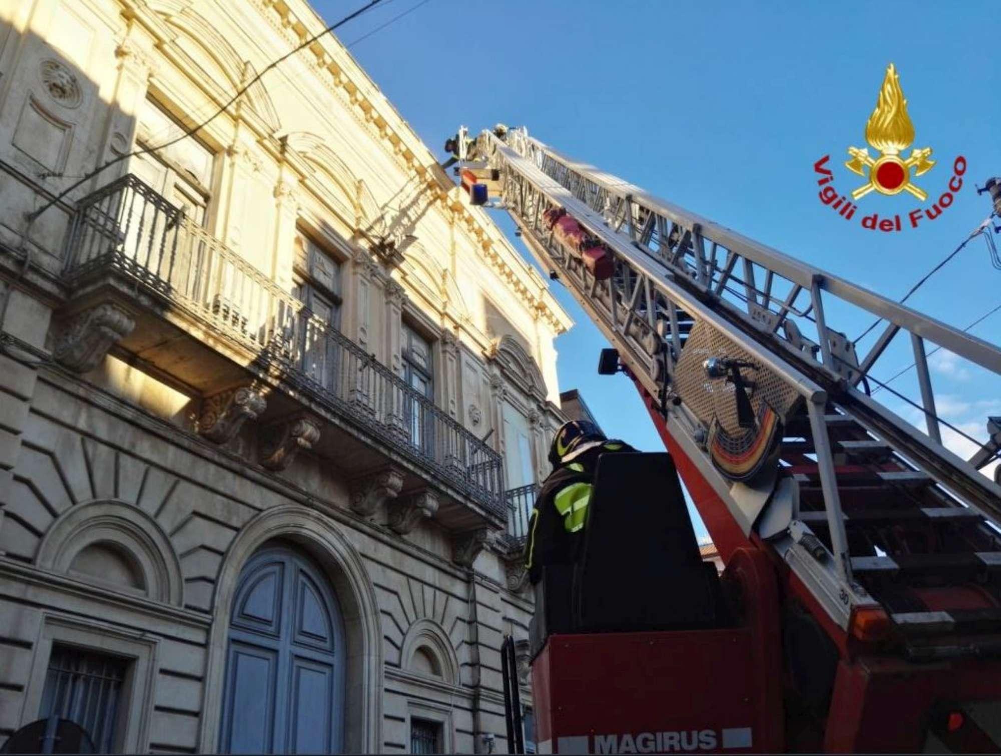 Terremoto di magnitudo 4.8 nel Catanese: crolli e gente in strada