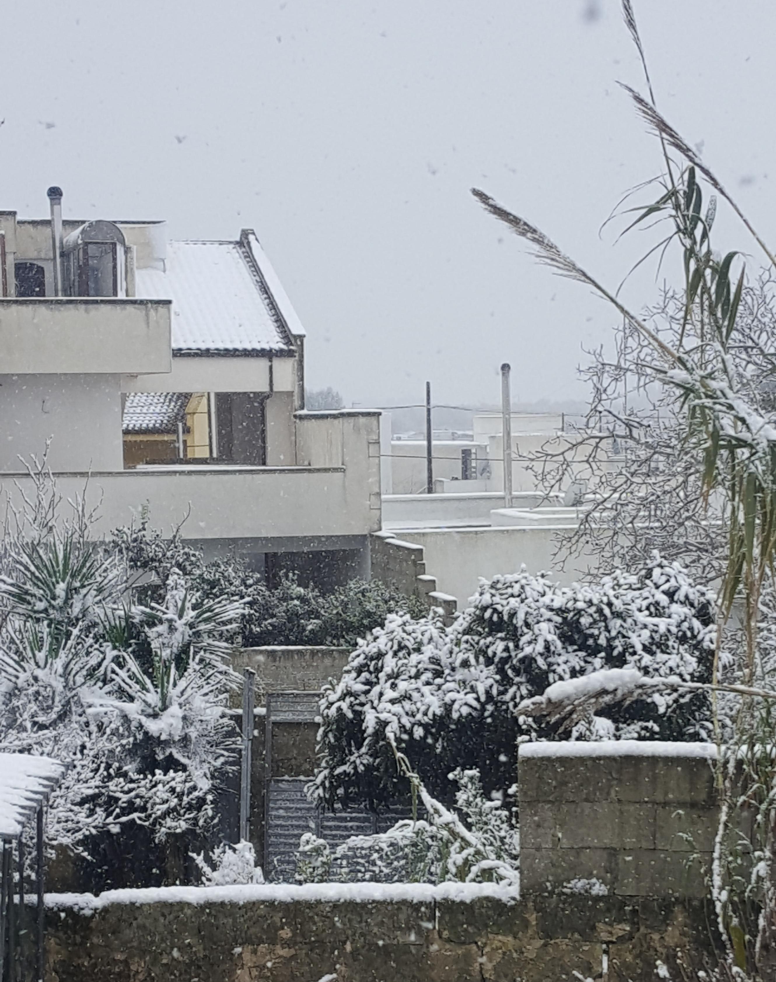Castiglione D'Otranto (Lecce): La neve che ci unisce in strada