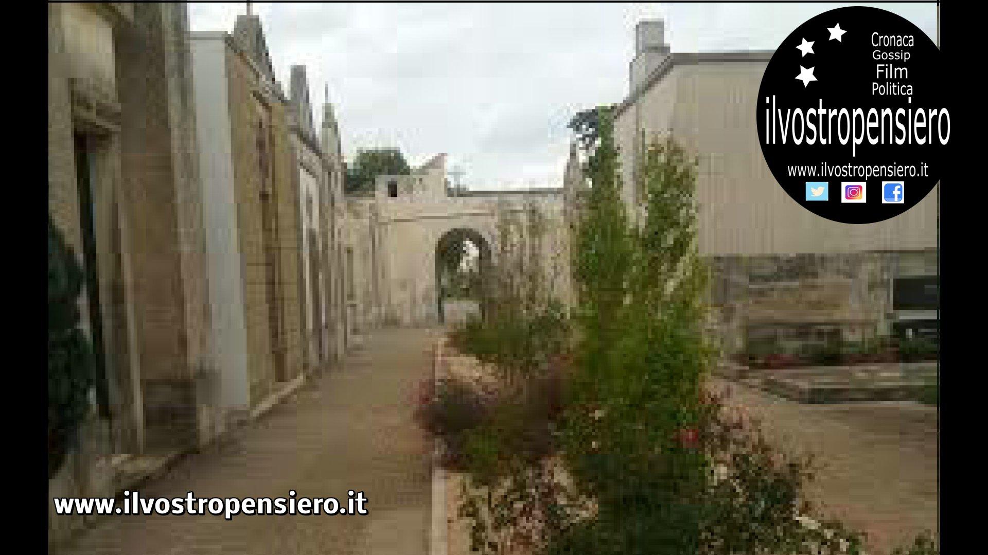 Nel cimitero di Castiglione D'Otranto (Le) qualcosa di insolito (guarda le foto)