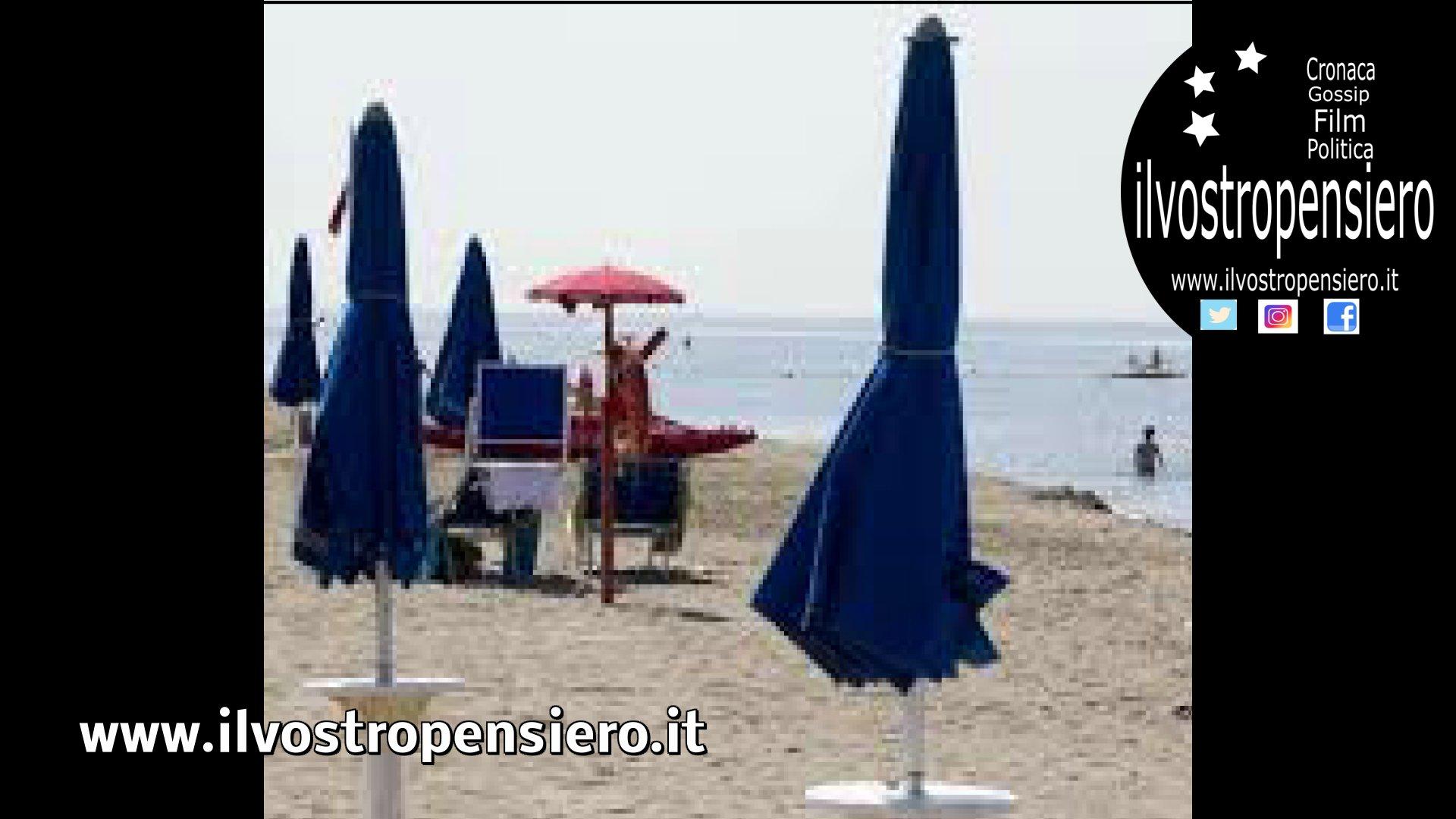 Mare: furbetti che lasciano gli ombrelloni in spiaggia altre segnalazioni