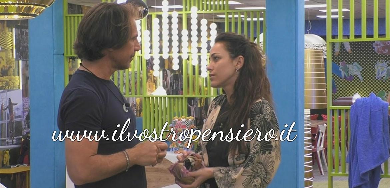 Gfvip:L'ex tronista Teresanna consiglia ad Antonio Zequila di placare gli animi.