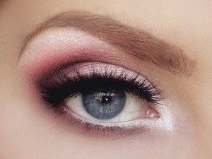 maquillage yeux bleus, maquillage couleurs froides