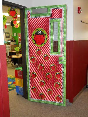 M s de 50 nuevas ideas para decorar el aula en primavera for Puertas escolares decoradas