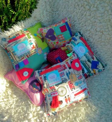 Mantas y cojines DIY para el desarrollo sensorial y motriz (5)