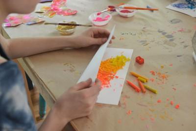 Mariposas de papel con ceras y crayones reciclados (4)