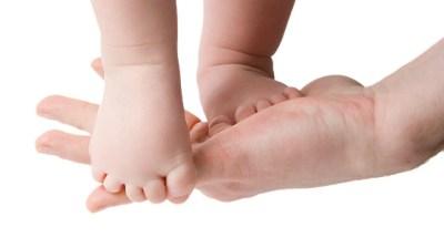 Niños y Niñas descalzos igual a niños más inteligentes y más felices Portada