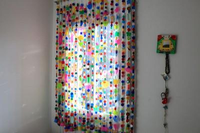 Cortinas para puertas interiores y exteriores con tapones y botellas de plástico (3)
