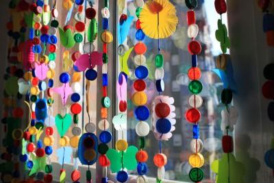 Cortinas para puertas interiores y exteriores con tapones y botellas de plástico (4)