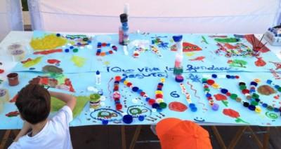Murales con tapones de plástico (2)