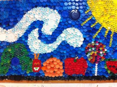 Murales con tapones de plástico (7)