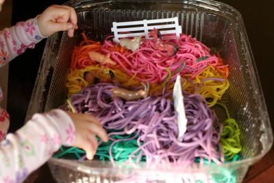 Espaguetis al arco iris de color 3