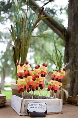 Fuentes y brochetas de frutas (15)