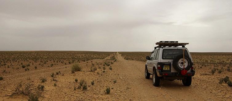 Sur la piste, en direction de Tataouine - Tunisie 2009