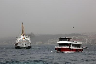 Trafic maritime sur le Bosphore, Istanbul - Turquie 2013