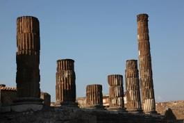 Les colonnes du temple de jupiter, Pompéi, Italie - août 2013