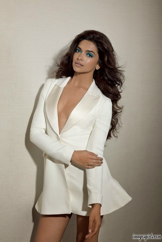Deepika Padukone Sizzling Hot and Sexy Photos