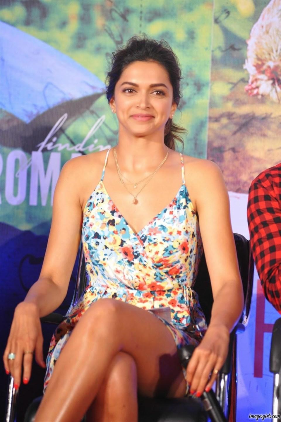 Deepika Padukone Showcasing Her Sexy Long Legs