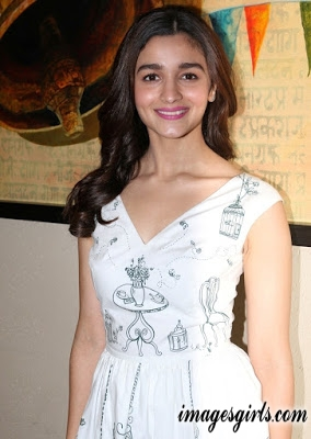 Alia Bhatt Looks Hot At Singapore Tourism Board Press Conference
