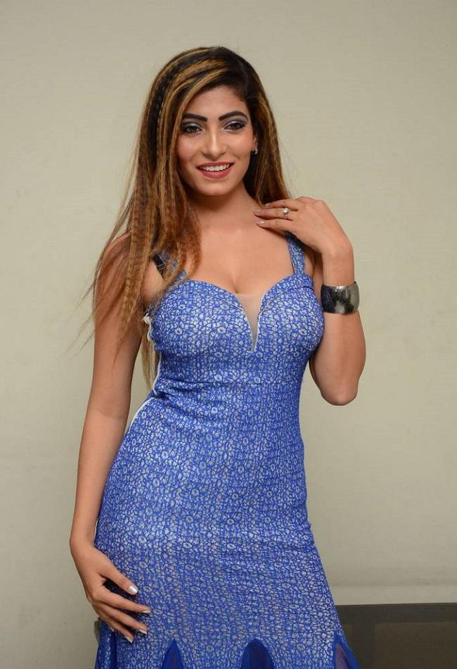 Nikita Soni Glamour At Upcoming Movie