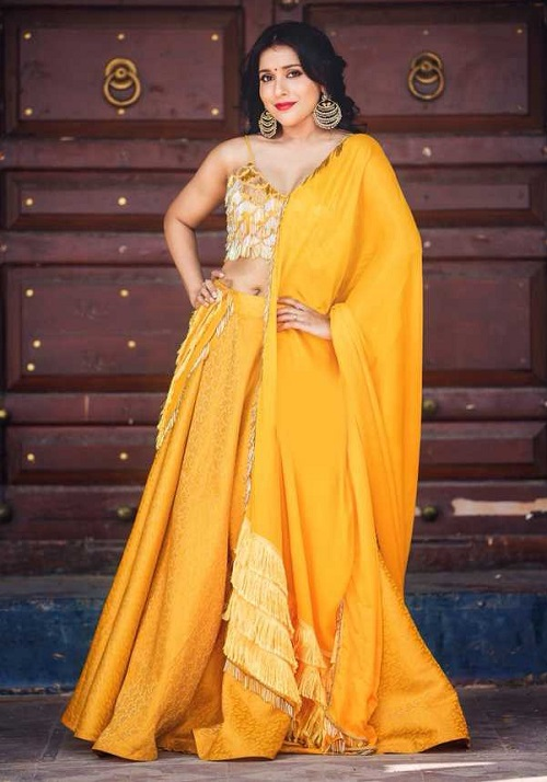 Rashmi Gautam Hot Fashion Photos In Saree