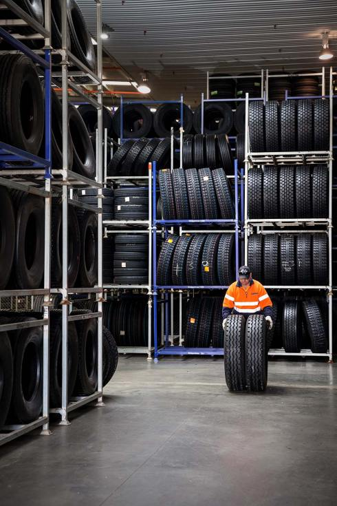 15126-0331-Image-Workshop-melbourne-photographer-industrial-tyre-warehouse