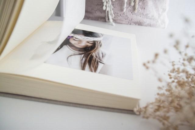 Comunión niña ilustración personalizada álbum libro de firmas recordatorios donostia gipuzkoa