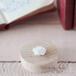 small white resin rose. English Rose white in small. Little flowers to decorate DIY wedding invitations and DIY wedding stationery, card making and crafts