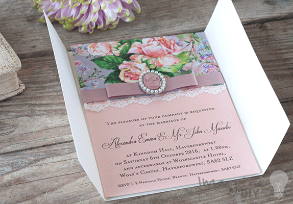 Make Vintage Style Cameo Invitation