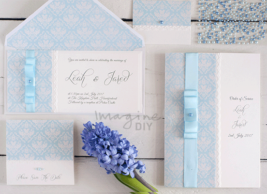 DIY wedding invitations. Bleu and white wedding. Pretty summer wedding invitation. DIY wedding stationery supplies and design guide