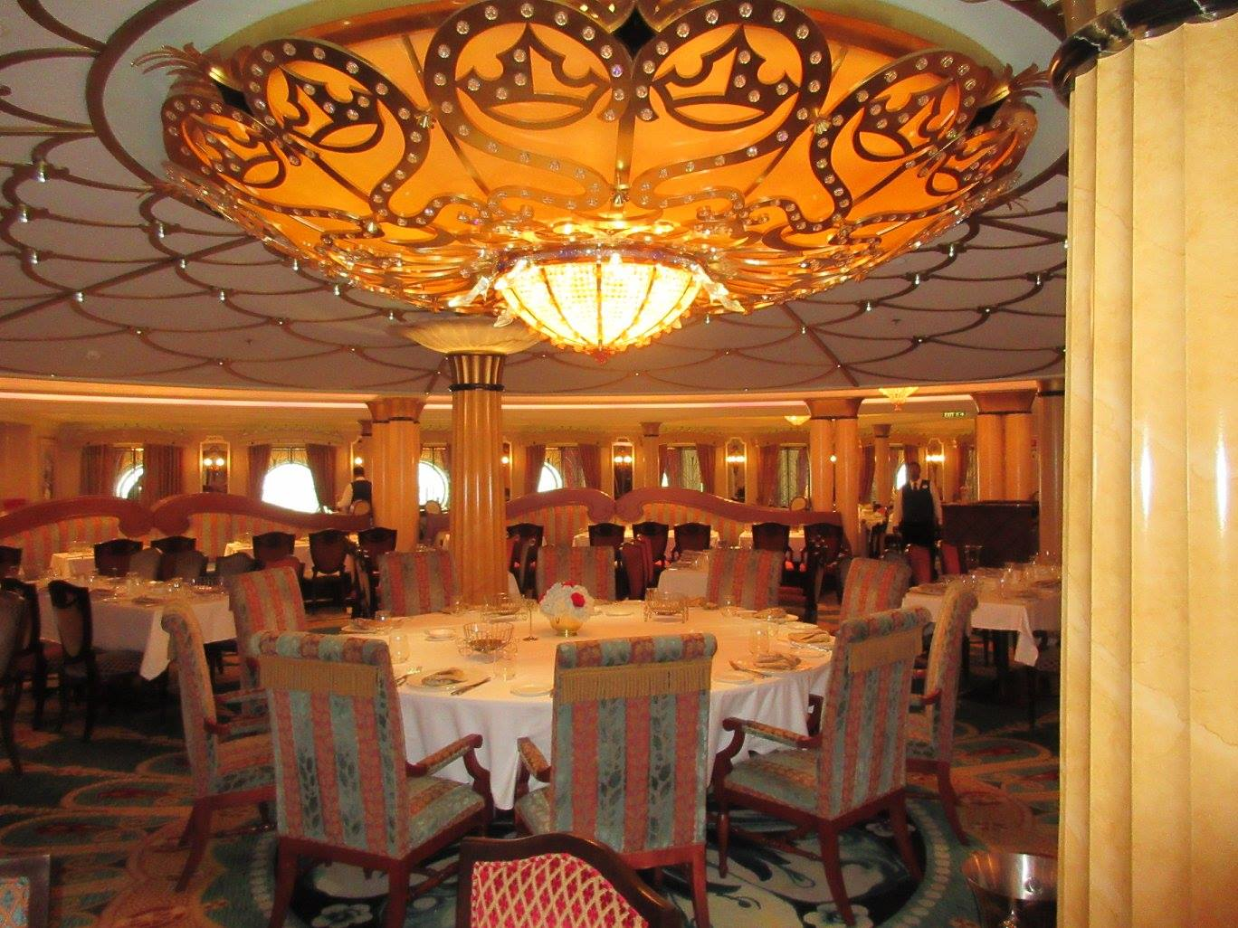 Dining On Disney Cruise Line®: Main Seating Vs. Second Seating