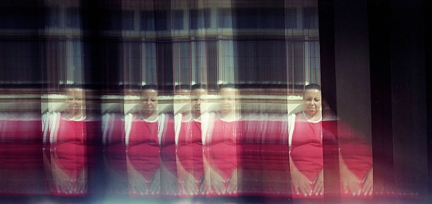 Imagem feita em câmera de orifício em filme fotográfico. Autoria de Carolina Mitsuka.