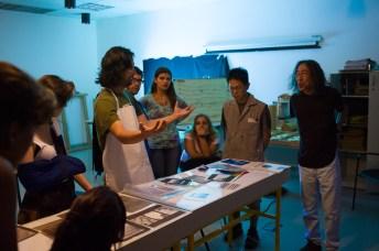 Roger Sassaki e Kenji Ota durante aula.