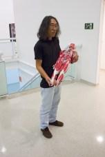 Kenji Ota e o boneco que ele achou em alguma sala do Senac. Ótima escolhe e modelo perfeito.