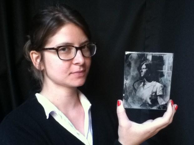 Retrato de Carol Vergotti em ambrótipo, por Carolina Mitsuka.