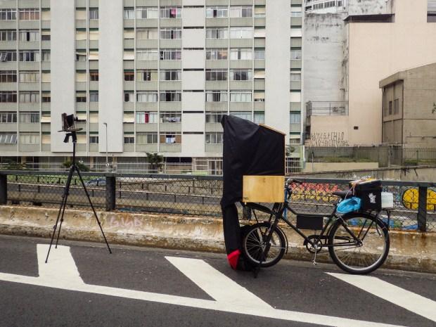 O laboratório móvel de placa úmida de colódio montado sobre a bicicleta!