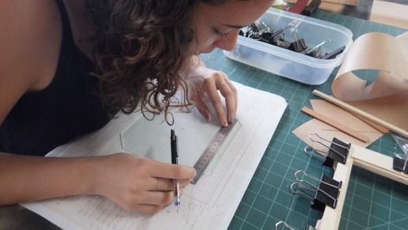 Marcação das guias de referência no vidro despolido. Cada um faz como quer!
