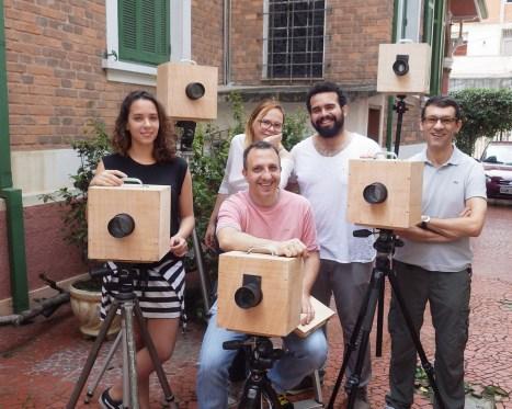 Olha aí os construtores de câmeras! Esq-dir: Letícia, Laura, Andrea, Danilo e Alexandre.