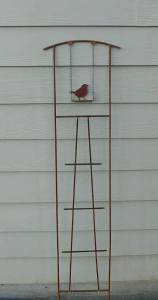 Bird on swing trellis