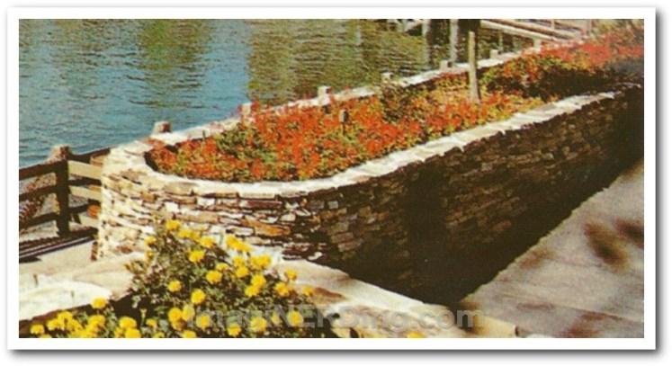 river_boat_HM_planters_close