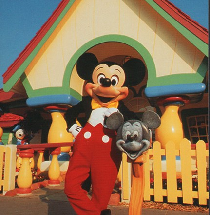 Mickey Mouse in the house Disney postcard toontown
