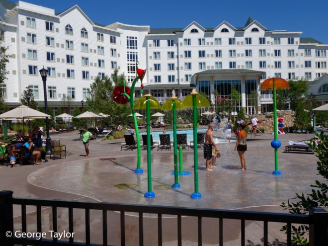 Dollywood-DreamMore-Pool-Activities-08