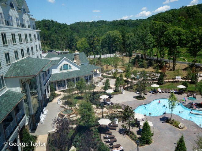 Dollywood-DreamMore-Pool-Activities-16
