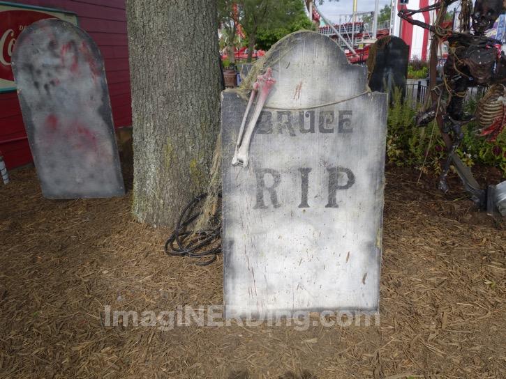 carowinds-tombstone-013