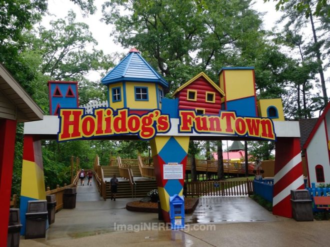 holiday-world-holidogs-funtown-entrance