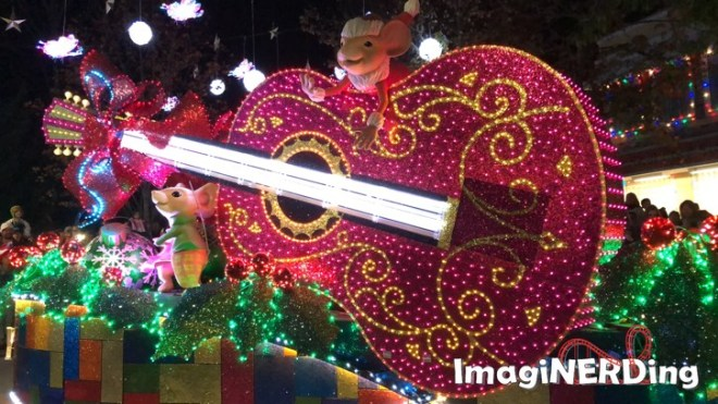 dollywood's smoky mountain Christmas parade of many colors