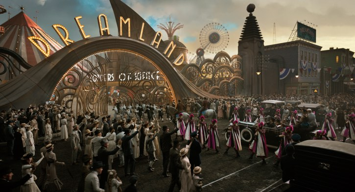 a scene of the dumbo live-action tim burton film