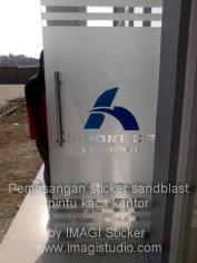Sticker Sandblast Cutting di Kantor Pemasaran Properti di daerah Kariango