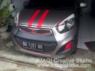 Sticker ala VW pada New KIA Picanto serta Sticker Hitam pada bumper depan