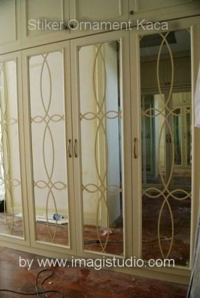 stiker ornament kaca pesanan Interior23 Jakarta untuk cermin lemari pakaian rumah di Panakkukang Mas Makassar